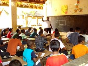 閑散とした教室にも子どもたちが戻ってきた